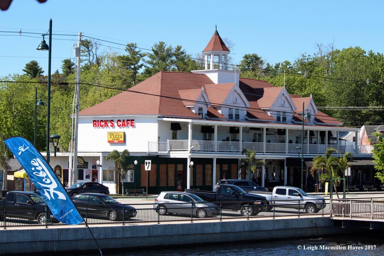 l-Rick's Cafe