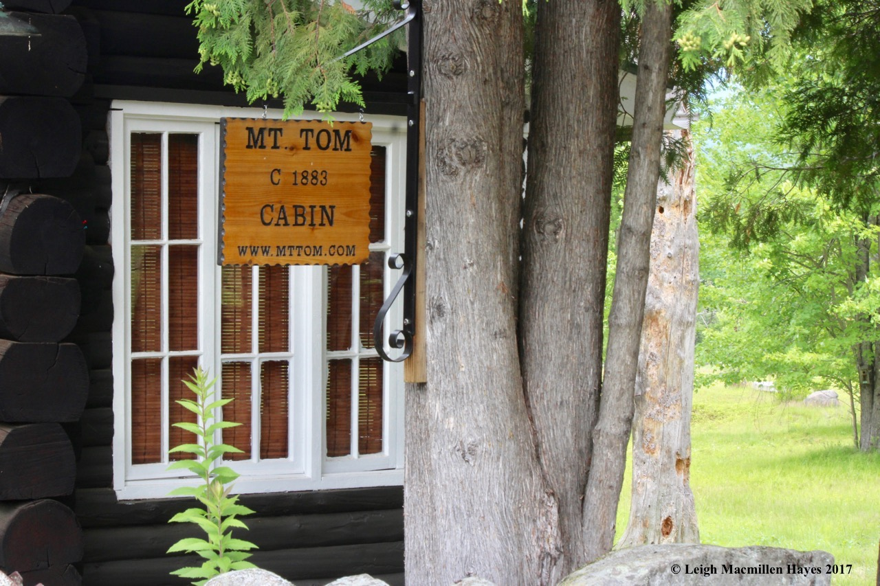 t-Mt Tom cabin sign 2