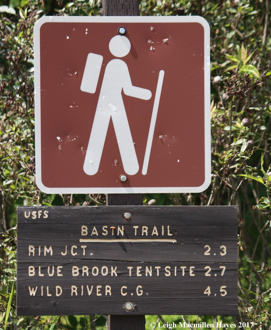 b-trail sign
