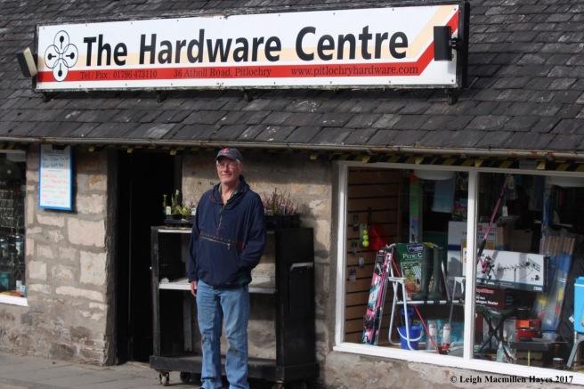 s-Allen, hardware man