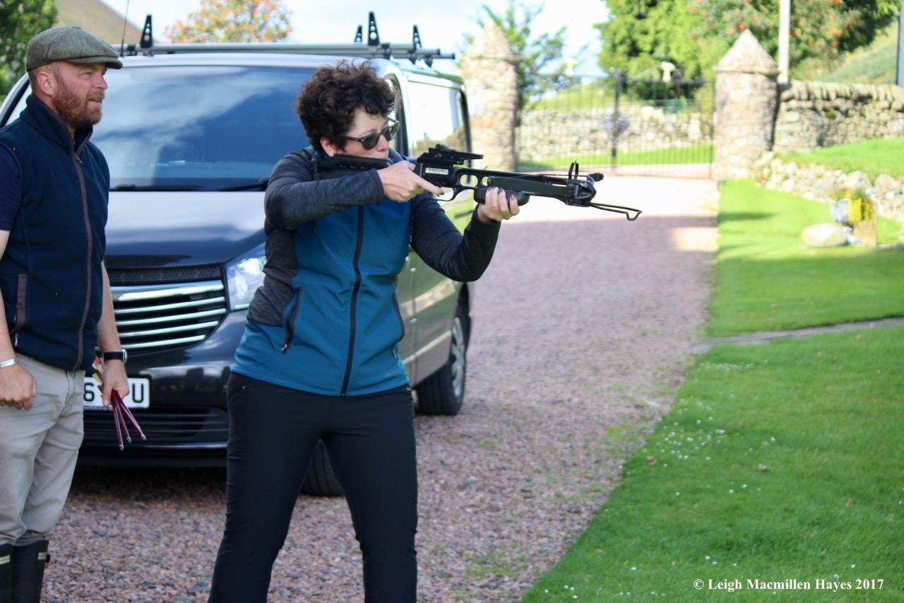 s-Ann aiming crossbow
